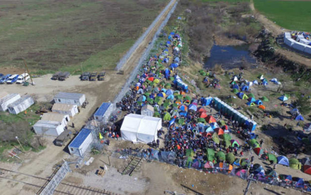 Aerial photo: refugees wait to enter Macedonia