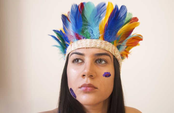 O projeto usa elementos do Carnaval para debater o assédio sexual