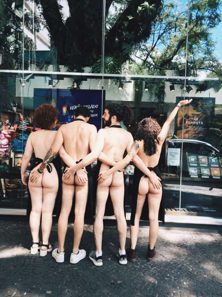 Funcionários da marca trabalharam sem roupas na rua Oscar Freire, em São Paulo