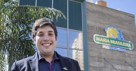 Aos 27 anos de idade, Eduardo Pirré criou, ao lado do amigo Felipe Buranello, a Maria Brasileira, que fechou 2016 com faturamento acima dos R$ 40 milhões e já tem mais de 150 unidades em todo o país