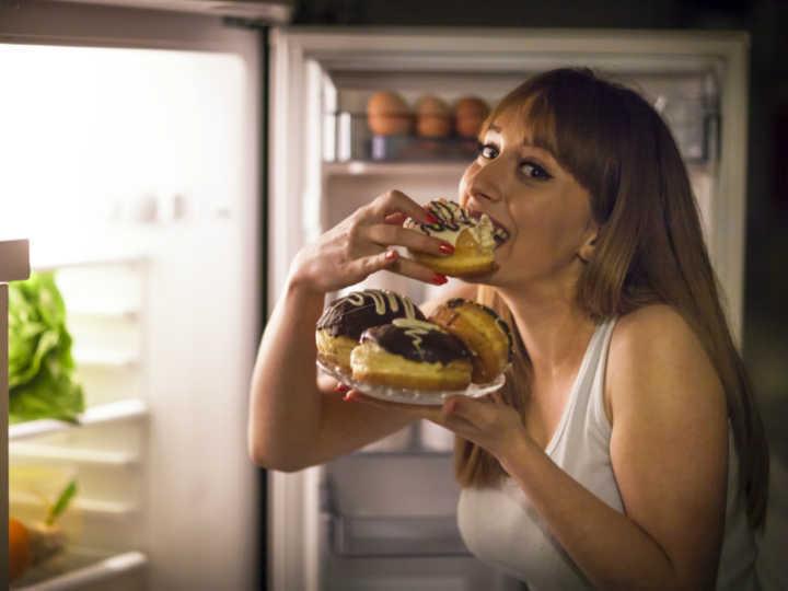 Já sentiu que sente mais fome após tomar álcool? A ciência tem uma explicação para isso