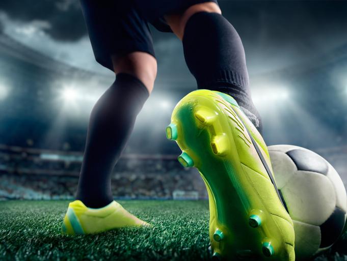 68006e9385cfc Há mais de 1.500 produtos disponíveis no e-commerce para homens e mulheres  que praticam futebol