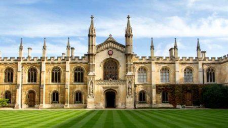 Fachada da Universidade de Cambridge, Inglaterra