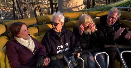 Bisavô de 105 anos comemora aniversário em uma montanha-russa