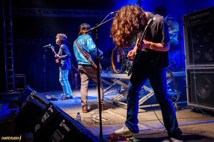 Banda Boogarins no palco
