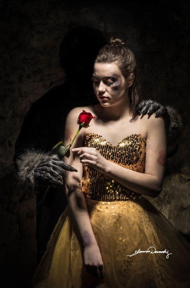 A Bela representa a violência doméstica