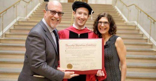 Mark Zuckerberg posta foto com seu diploma de Harvard