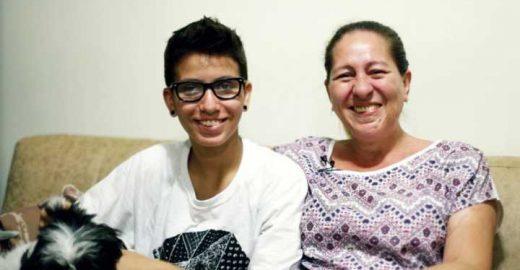 'É importante a família sair do armário', diz mãe de garoto trans