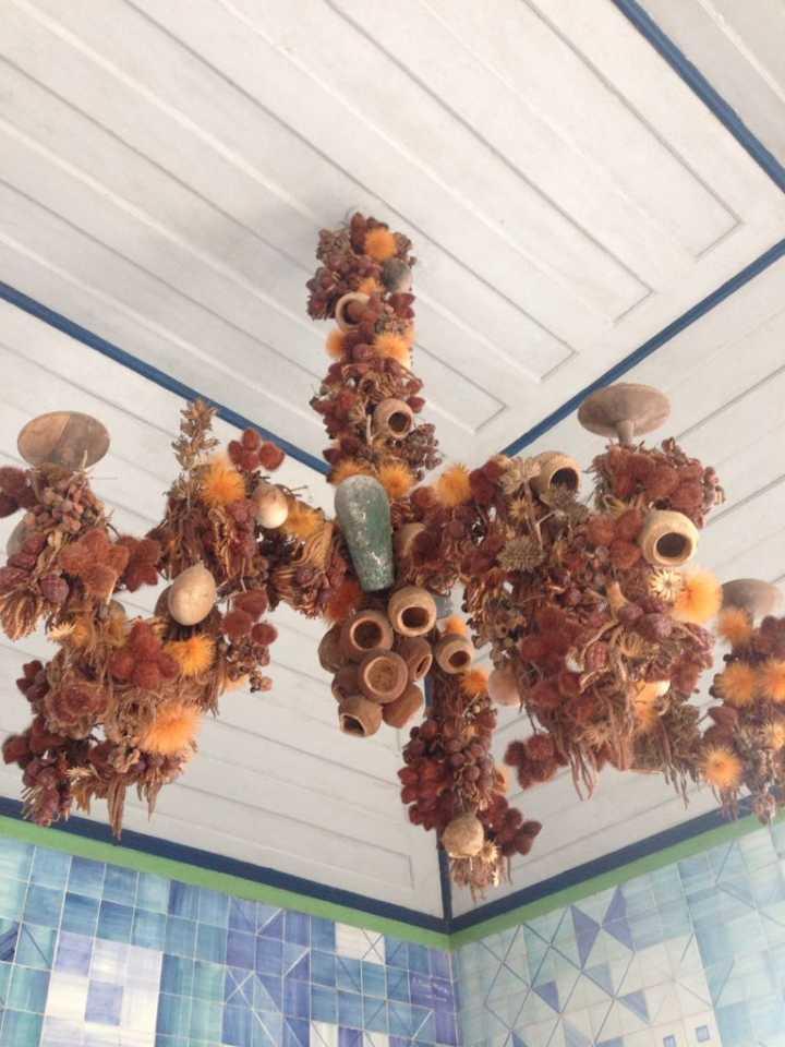 Lustre feito por Burle Marx com plantas secas