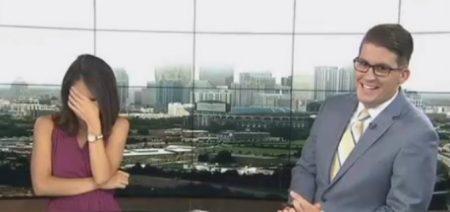 Jornalista arrota ao vivo e companheira de bancada dá risada