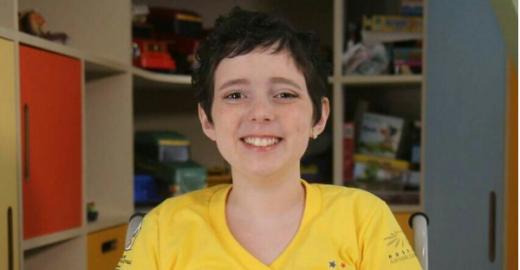 Curada, Lorena anuncia nova 'Careca TV' e segundo livro