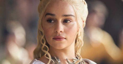 Emilia Clarke fala sobre cenas de nudez e sexo em Game of Thrones