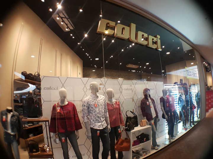 d0e4b982c Fachada da loja que vende Colcci e Forum no Catarina Fashion Oulet