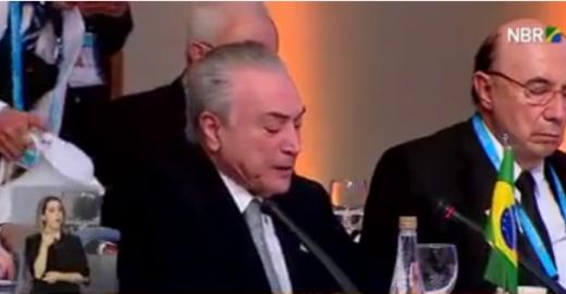 Ministro da Fazenda cochila durante discurso de Michel Temer