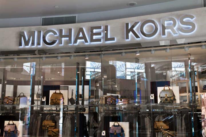 Crédito  Getty ImagesMichael Kors está entre as lojas em promoção no Catarina  Fashion Outlet d0ba063d20