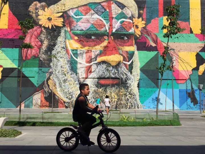 mural de Eduardo Kobra na Praça Mauá