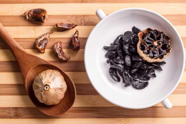 Sítio Alho Negro:  alho negro descascado por R$ 25; molho de alho negro por R$ 25; mostarda Dijon alho negro por R$ 25; geleia de alho negro por R$ 25; e pimenta de alho negro por R$ 25