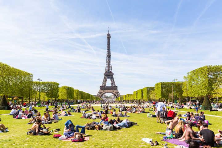 Torre Eiffel e jardim do Campo de Marte