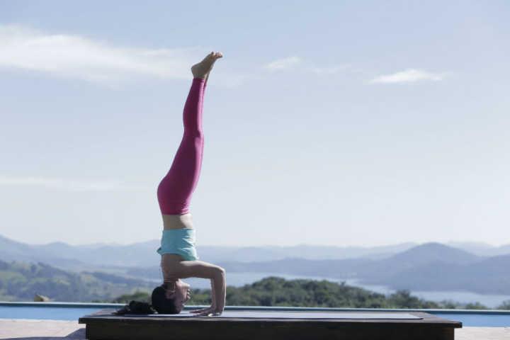 Ache o cupom no vídeo de yoga em 360º e ganhe até 30% OFF em curso de  invertidas ac0007b3709b