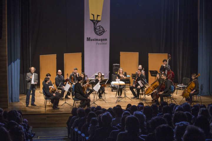 Integrando a programação do Festival Musimagem, a Orquestra Ouro Preto interpreta composições de Laurence Rosenthal e outras famosas trilhas sonoras do cinema mundial