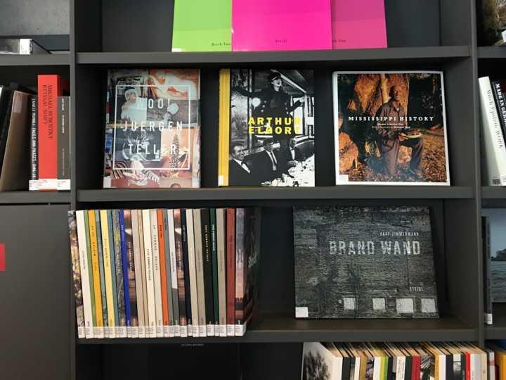 A Biblioteca de Fotografia do IMS Paulista tem capacidade para até 30 mil publicações