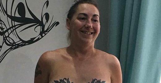 Mulher supera câncer de mama e faz tatuagem para celebrar vida