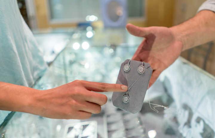 d59ae5fb60c Vivara e Monte Carlo têm jóias e relógios até 50% OFF