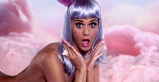 Katy Perry surta com look feito por fã e encomenda um igual
