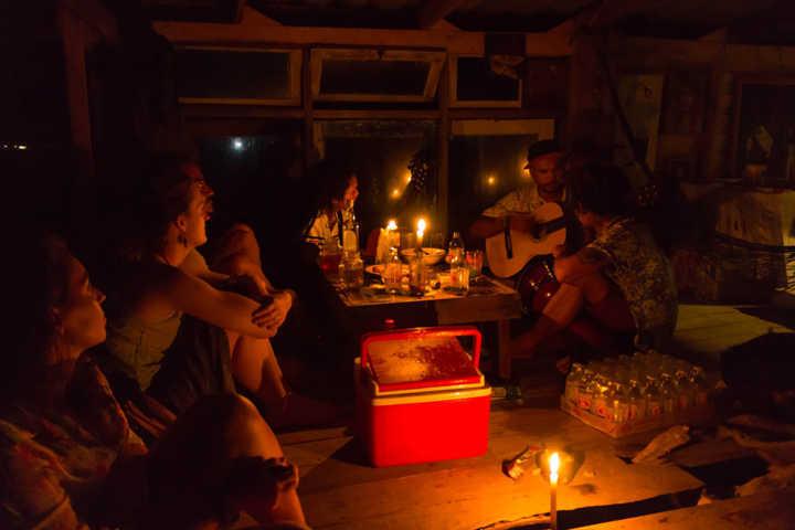 uma das noites no bar