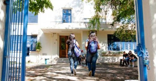 Petição pede fim de taxa que 'suga' R$ 2 mi das escolas públicas