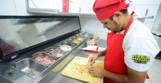 Ex-vendedor de flores faz sucesso com rede de franquias de pizza