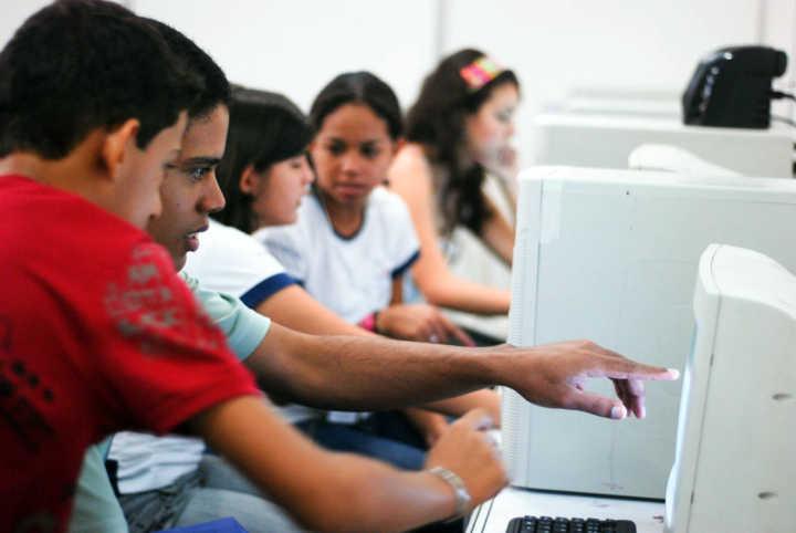 Pinterest é uma rede social que pode ser usada para enriquecer a educação de adolescentes