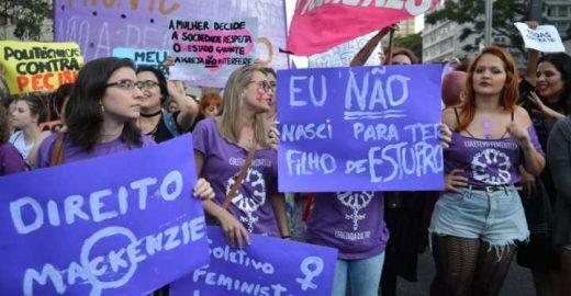 Metade dos brasileiros conhece uma mulher que abortou, diz estudo