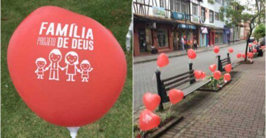 Ação em Blumenau espalha balões em prol da família e gera revolta