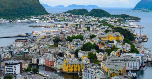 Conheça as belezas de Alesund, a capital mundial do bacalhau