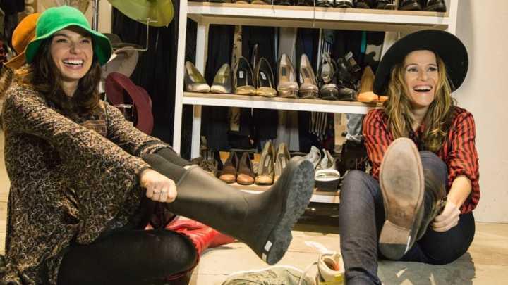 Ingrid Guimarães e Isis Valverde fazendo compras em Nova York