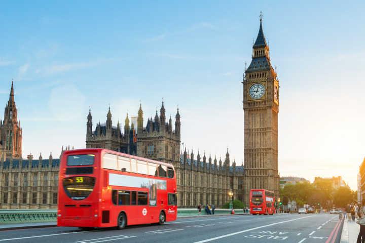 Londres oferece centenas de vagas para fluentes em português