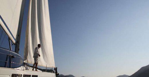 Veleiro em Paraty: confira dicas e tarifas de aluguel