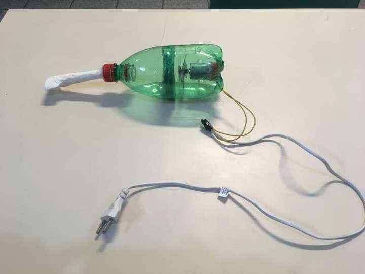 Robô de garrafa PET