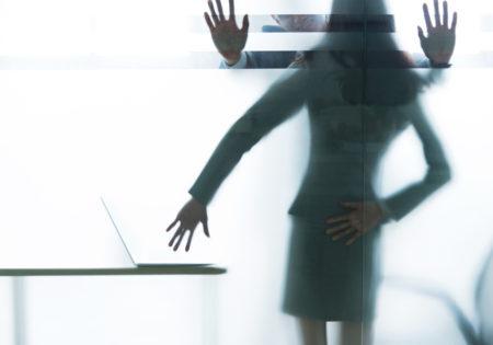sombra de um caso de assédio sexual no trabalho