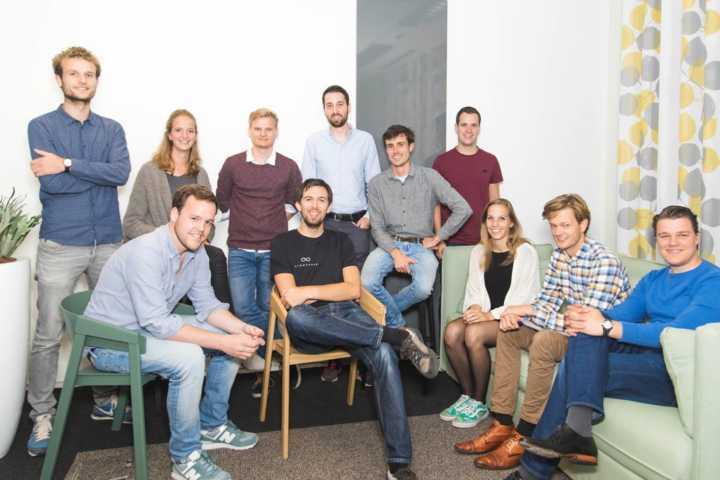 Equipe da Lightyear, startup holandesa que criou o carro