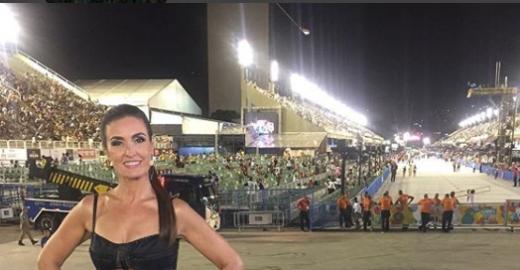 Fátima Bernardes lacra com look sensual durante desfile