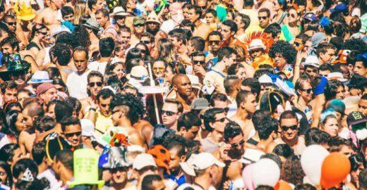 Empresário inova no Carnaval do Rio e vende jatos de desodorante
