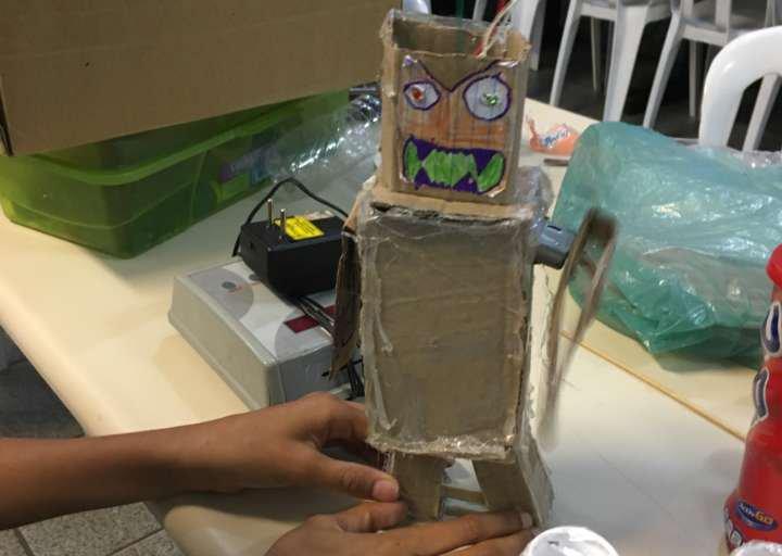Robô elaborado por um aluno