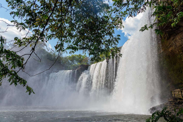 Cachoeira de São Romão é cartão-postal na Chapada das Mesas