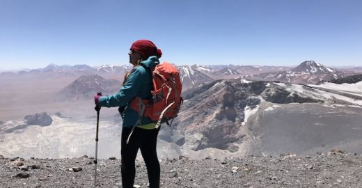 Saiba como subir o vulcão mais ativo do deserto do Atacama
