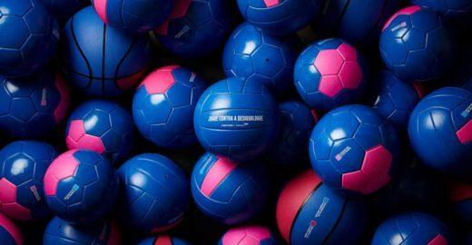 Ação usa bolas para representar desigualdade de gênero no esporte