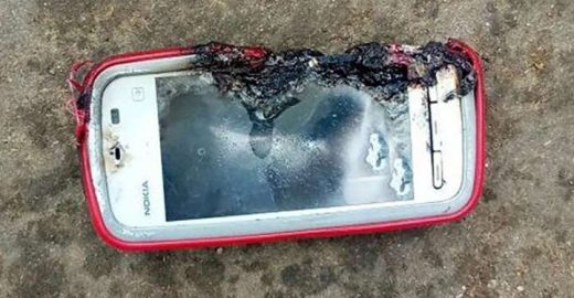 Celular explode e mata jovem durante ligação na Índia