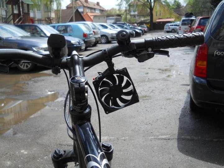 O carregador de celular para bike é movido a vento