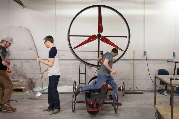 Essa hélice não é de nenhum moinho e sim dos carros movidos a vento da Chinook